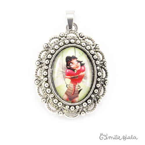 Petit pendentif fantaisie La Gardienne du Coeur Rouge argenté face Emilie Fiala