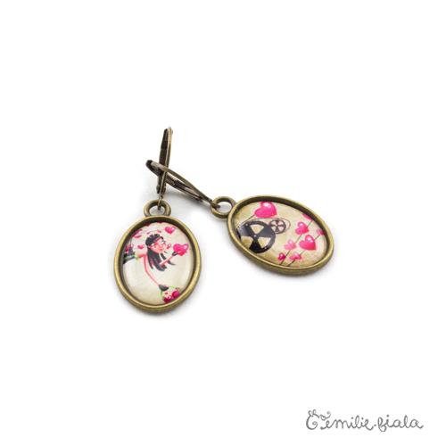 Petites boucles d'oreilles simples bronze antique L'Accroche-Coeurs profil Emilie Fiala