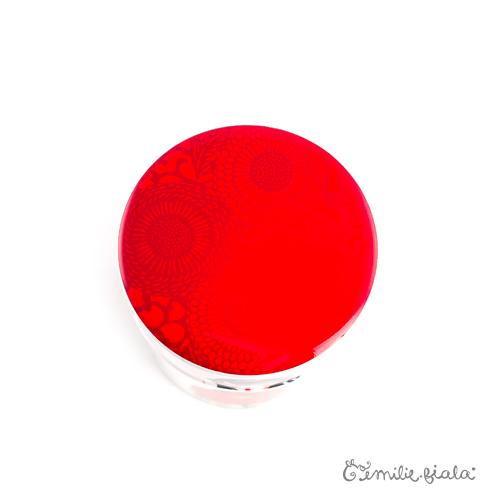 Boite artistique Art For Japan dessus Emilie Fiala