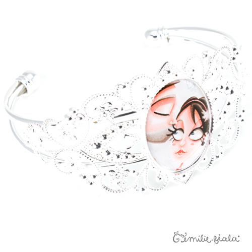 Bracelet fantaisie Le Bisou argenté profil Emilie Fiala