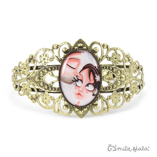 Bracelet fantaisie Le Bisou laiton face Emilie Fiala