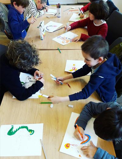 Saint-Briac intervention scolaire eleves pedagogie dragon chine dessin illustration Emilie Fiala