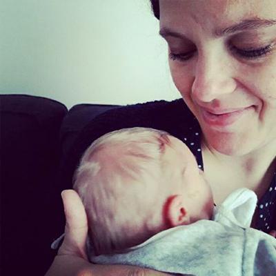 Naissance Colin bebe nourrisson nouveau-ne happy famille maman calin Emilie Fiala