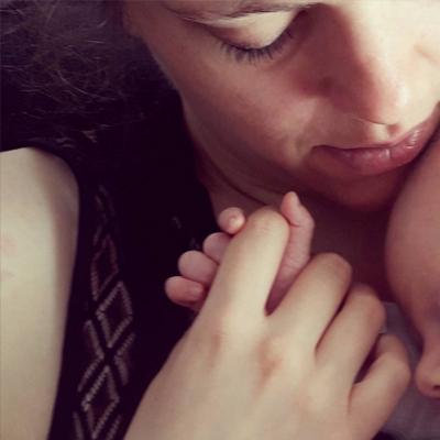 Allaitement bebe nourrisson maman tendresse love Emilie Fiala