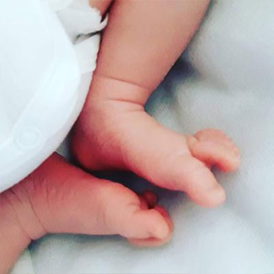 Pause pieds bebe nouveau-ne baby love Emilie Fiala