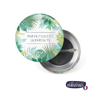 Badge-37mm-Les-Parisiennes-Parfait-Emilie-FIALA